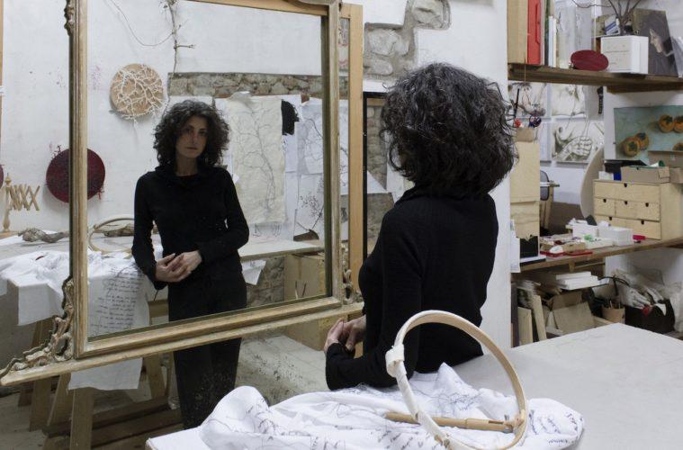 Ilaria Margutti nel suo studio