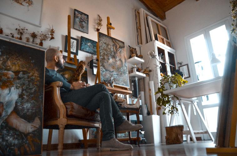 Nunzio Paci nel suo studio