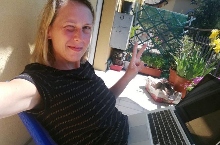 Laurina Paperina, selfie dal balcone